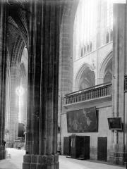 Eglise Saint-Just (ancienne cathédrale) - Nef: vue diagonale