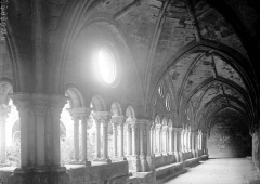 Abbaye de Fontfroide - Cloître: galerie