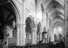 Eglise Notre-Dame-en-Vaux et son cloître - Nef vue de l'entrée