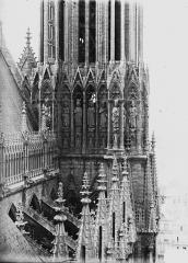 Cathédrale Notre-Dame - Galerie des Rois, à la base de la tour nord