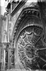 Cathédrale Notre-Dame - Ensemble de la voussure, côté gauche de la rose sud