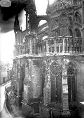 Cathédrale Notre-Dame - Chapiteau et arcs-boutants du choeur