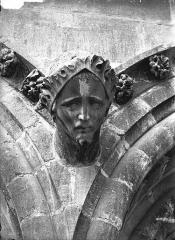 Cathédrale Notre-Dame - Cariatide, tête, l'Architecte  (supposé)