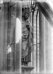 Cathédrale Notre-Dame - Premier roi à la base de tour sud-ouest, dit Clovis