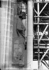Cathédrale Notre-Dame - Roi près de la statue de l'Eglise, au sud, Louis le Débonnaire