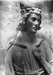 Cathédrale Notre-Dame - Buste de la statue de roi dite de saint Louis