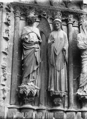 Cathédrale Notre-Dame - Portail ouest, L'Annonciation