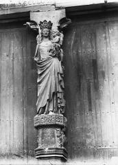 Cathédrale Notre-Dame - Portail ouest, La Vierge et l'Enfant