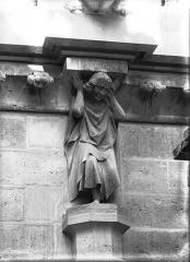 Cathédrale Notre-Dame - Cariatide