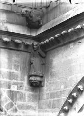 Cathédrale Notre-Dame - Cariatide d'angle rentrant et gargouille