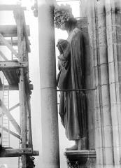 Cathédrale Notre-Dame - Statue de roi dit Charlemagne