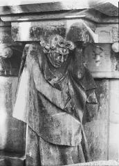 Cathédrale Notre-Dame - Cariatide de l'abside