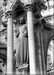 Cathédrale Notre-Dame - Ange du sixième contrefort de la nef, au sud