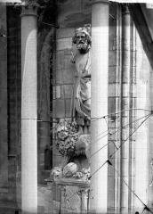 Cathédrale Notre-Dame - Statue de roi dit Pépin le Bref