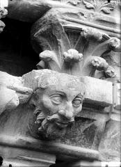 Cathédrale Notre-Dame - Corbeau, chapiteau