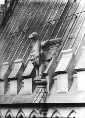 Cathédrale Notre-Dame - Galerie supérieure de l'abside, oiseaux d'amortissement