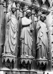Cathédrale Notre-Dame - Portail ouest, trois statues, ébrasement gauche de la porte sud