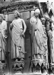 Cathédrale Notre-Dame - Portail ouest, deux statues, ébrasement gauche de la porte sud