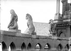 Cathédrale Notre-Dame - Chapelle de l'abside, le Dragon, la Cavale, la Sirène