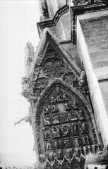 Cathédrale Notre-Dame - Pignon décoré à la partie inférieure de la tour sud, Histoire de saint Jean