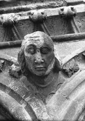Cathédrale Notre-Dame - Tête d'amortissement, arc, tour sud