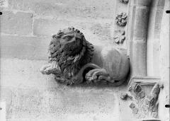 Cathédrale Notre-Dame - Sommier d'arc, tour nord, Lion