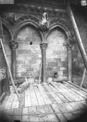 Cathédrale Notre-Dame - Arcature à la base de la tour nord