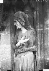 Cathédrale Notre-Dame - Buste de la statue d'Eve