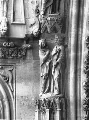 Cathédrale Notre-Dame - Portail ouest, groupe, Salomon et la reine de Saba