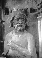 Cathédrale Notre-Dame - Buste de roi