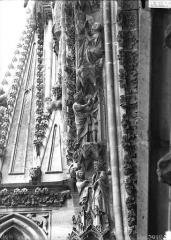Cathédrale Notre-Dame - Rose ouest, partie supérieure de la voussure, côté gauche