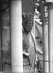 Cathédrale Notre-Dame - Statue de roi, tour nord