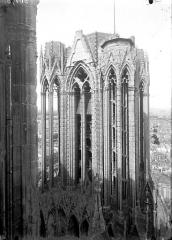 Cathédrale Notre-Dame - Partie supérieure de la tour nord, en hauteur