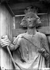 Cathédrale Notre-Dame - Buste de roi dit de Philippe-Auguste, tour nord
