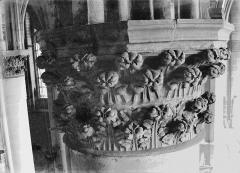 Cathédrale Notre-Dame - Chapiteau du troisième pilier du choeur, à droite