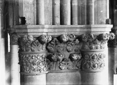 Cathédrale Notre-Dame - Chapiteau du premier pilier de la chapelle absidiale, au sud