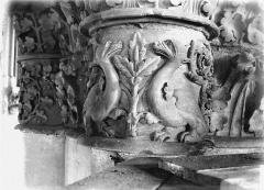 Cathédrale Notre-Dame - Chapiteau du deuxième pilier du choeur, à droite