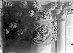 Cathédrale Notre-Dame - Chapiteau du troisième pilier de la chapelle absidiale, à droite