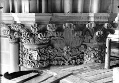 Cathédrale Notre-Dame - Chapiteau du deuxième pilier de la chapelle absidiale, à droite