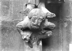 Cathédrale Notre-Dame - Portail nord, corbeau supportant une statue
