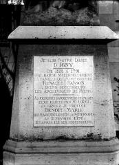 Cathédrale Notre-Dame - Inscription sur le socle de la statue de Notre-Dame d'Igny