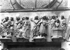 Cathédrale Notre-Dame - Portail ouest, linteau de la porte sud