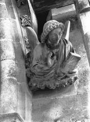 Cathédrale Notre-Dame - Transept nord, Ange de saint Mathieu, après restauration