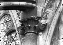 Cathédrale Notre-Dame - Chapiteau et sommiers d'arcs, façade sud