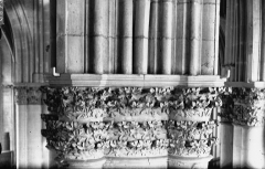 Cathédrale Notre-Dame - Nef, deuxième chapiteau
