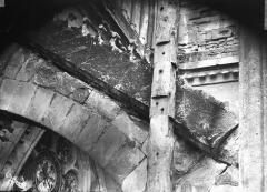 Cathédrale Notre-Dame - Deuxième arc-boutant de l'abside nord, avant restauration