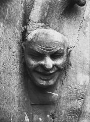 Cathédrale Notre-Dame - Tête d'amortissement, arc de l'abside, homme riant