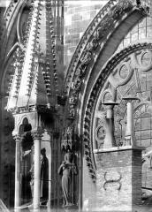 Cathédrale Notre-Dame - Pinâcle et partie de la rose sud