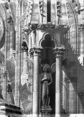 Cathédrale Notre-Dame - Premier ange de l'abside, au sud