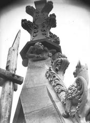 Cathédrale Notre-Dame - Bague de fleuron, bras nord transept